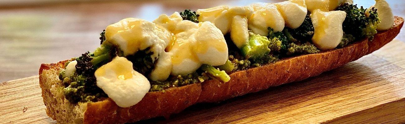 Receta Actiture Paninis de brócoli bio, queso ricotta, pesto de pistachos y miel
